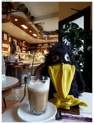 Hier im Café Beeg kannst du Briannas Kunst samt ihrem Atelier angucken und deine eigene Eiskreation erfinden!