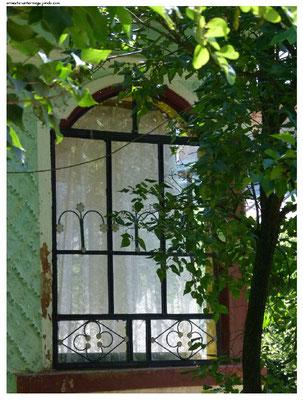 Unterteilte Fenster mit Einfachverglasung...