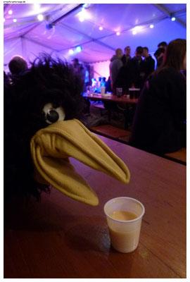 """Ich fragte nach dem Namen des Getränks. """"Eierlikör"""" war die Antwort. Eierlikör! Für einen Vogel! Pfui Taubenschiss!"""