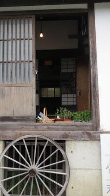 佐藤千夜子さん アイドル歌手の生家です。こちらに最古の蒸留器がありました。