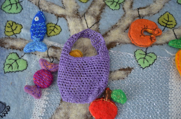 Seite aus textilem Buch von Faserverbund: Tasche