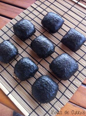Bolas de arroz y umeboshi