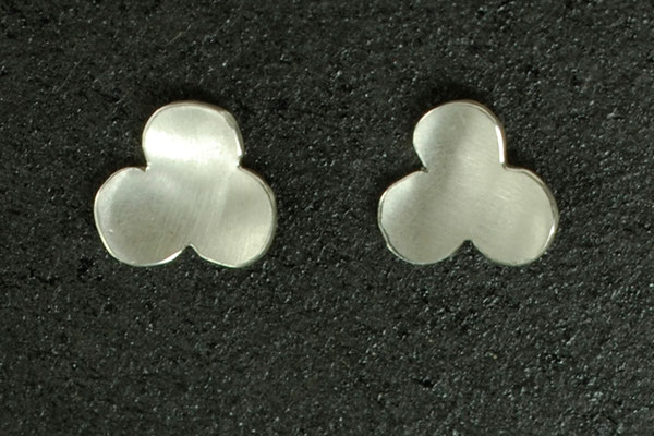 Silber Ohrstecker in Blütenform