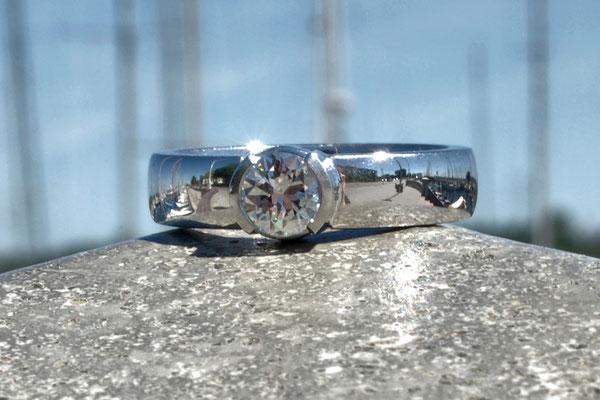 Ring, 585 Weißgold mit Brillant