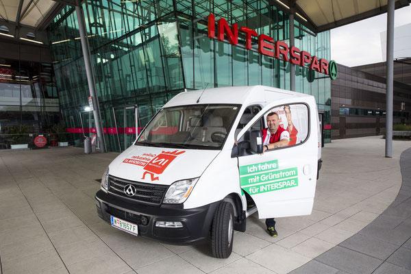 Der neue Elektro-Kleintransporter von INTERSPAR beliefert ab sofort die Wiener Hypermärkte mit Haushaltswaren. © INTERSPAR/Brunnbauer