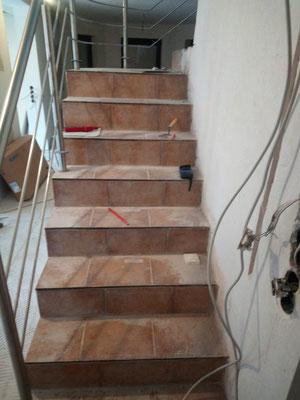 """Vorher: Eine """"nackte"""" Treppenstufenanlage"""