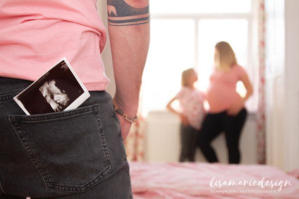 Schwangerschaftsshooting als Homeshooting in Leipzig