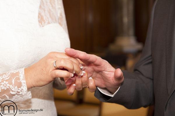 Aufstecken der Eheringe