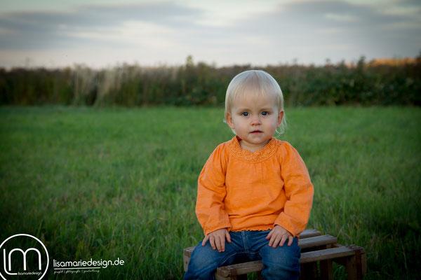 Mit einem ersten Blick, sitzend auf der Holzkiste, merkte man, dass die Luft bei der kleinen raus war.