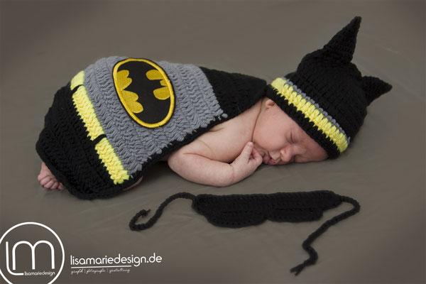 Neugeborenes bei einem Homeshooting als Batman