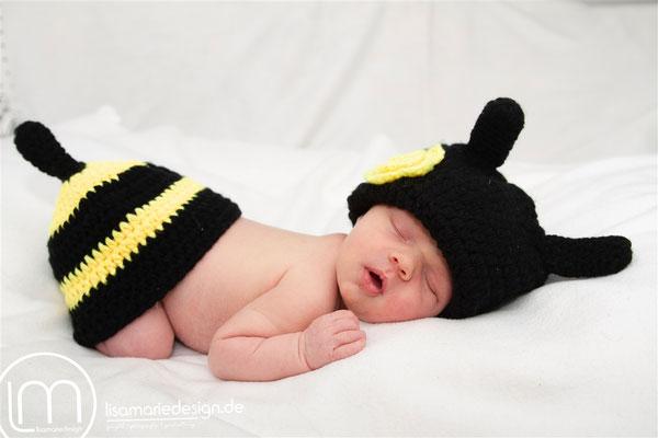 Neugeborenes, wenige Tage alt, beim Newbornshooting als Bine