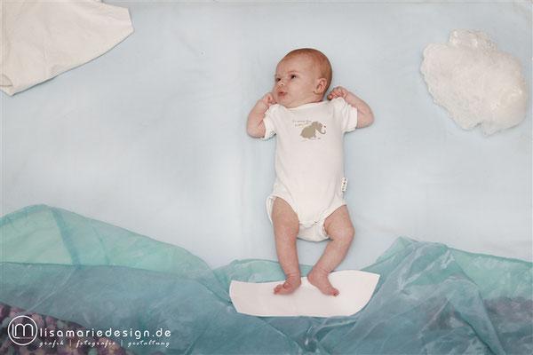 Babyshooting zu Hause als Homeshooting mit einem Surfbret