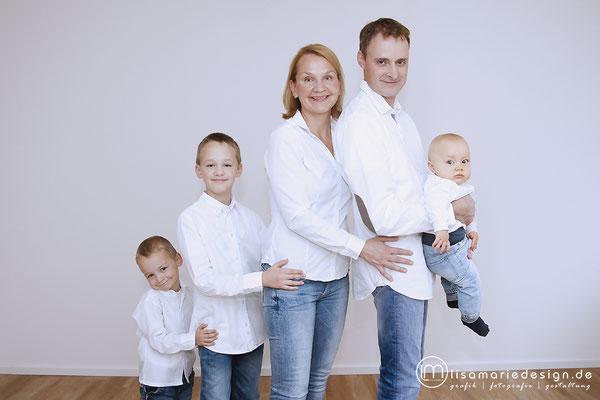 Die komplette Familie beim Familienshooting