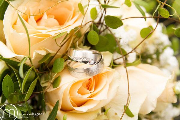 Brautstrauß mit den Eheringen