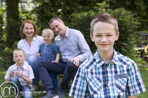 Familienshooting mit drei Söhnen
