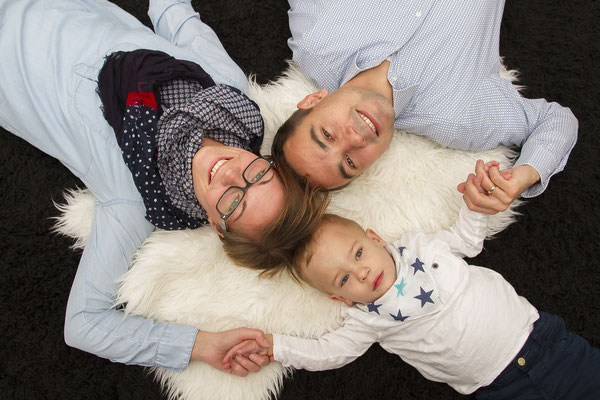 Familienshooting mit Mutter, Vater und den Babyboy