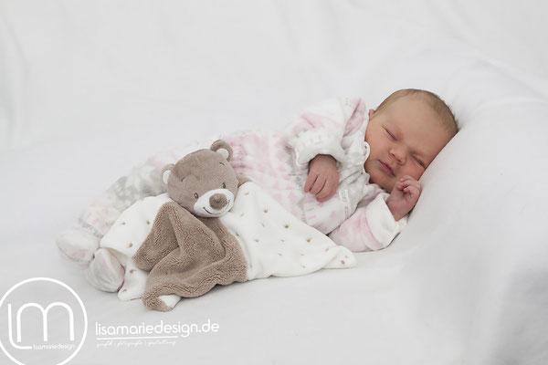 Neugeborenes bei einem Newbornshooting