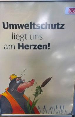 Immerhin hat die Bahn einen gewissen Sinn für Humor... (Plakat gesehen im Bahnhof Lehrte)