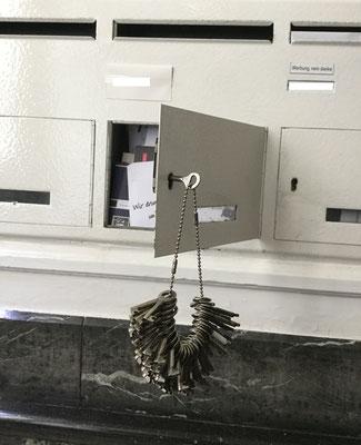 Komplizierte / Briefkastenöffnung