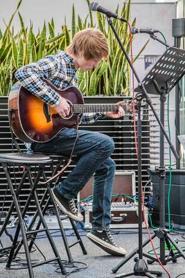 Music Secrets Schüler Live bei der Messe Nürnberg 2016 Gitarren Solo 3