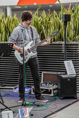 Music Secrets Schüler Live bei der Messe Nürnberg 2016 E-Gitarren Solo
