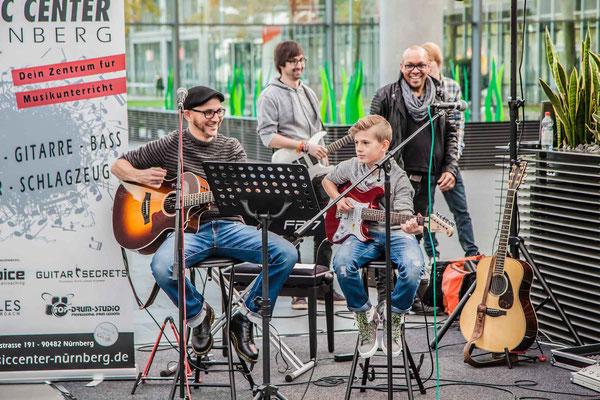 Music Secrets Schüler Gitarren Duo Live bei der Messe Nürnberg 2016