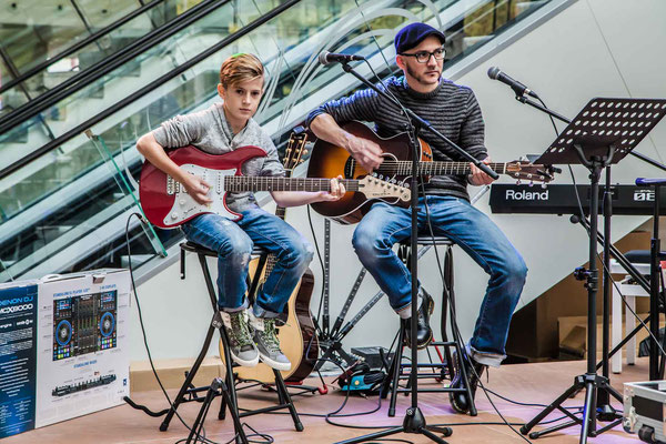 Music Secrets Schüler Live bei der Messe Nürnberg 2016 Gitarren Duo 1