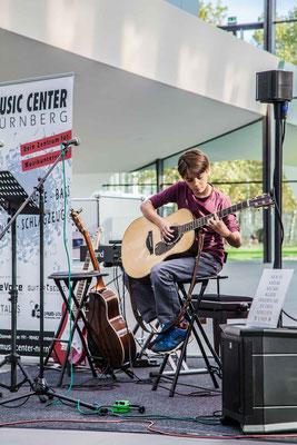 Music Secrets Schüler Live bei der Messe Nürnberg 2016 Gitarren Solo 4
