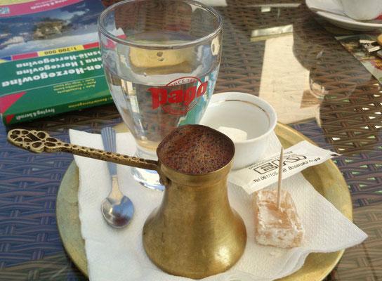 """Bosanska kava. Was tat der gut. Schon der """"normale"""" Kaffee war ein Gedicht. Man muss wissen: ich war direkt davor 5 Tage in Deutschland. Leute ... nee, ich sag nix mehr dazu. (Foto: Frank Butschbacher)"""