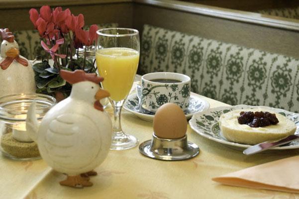 Frische Eier, selbstgemachte Marmelade und Honig aus der eigenen Imkerei