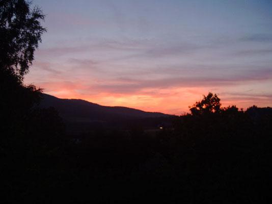 Romantischer Sonnenuntergang im Bayerischen Wald