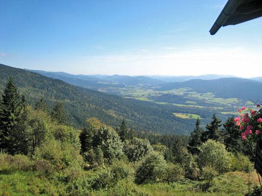Genießen Sie den herrlichen Ausblick vom Panorama-Balkon