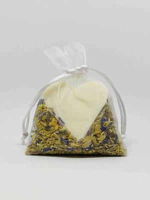 Schafmilch Seifenherz mit echten Blüten