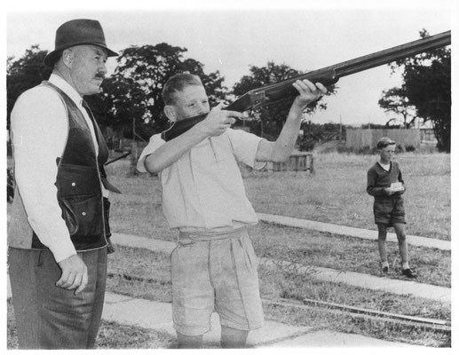 1970s Internationally renowned ACTA Hall of Fame shooter Newton Thomas coaching school boys sessions at the Wang club.