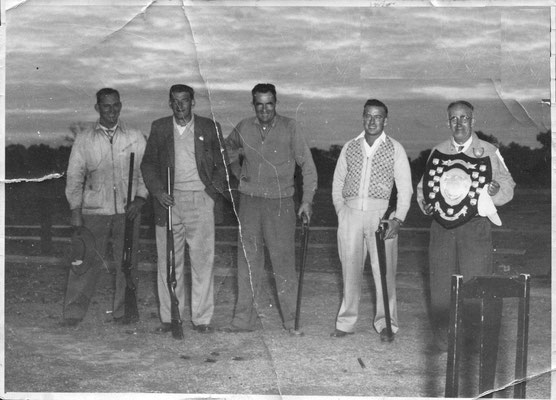 1950s Wang Wins the Shield at Deniliquin  L-R Ray Colson, Unknown, Dave Gitting, K Boyd & Claude Dean. What shield was it? Perhaps the Hudson Shield. Who is the unknown shooter?