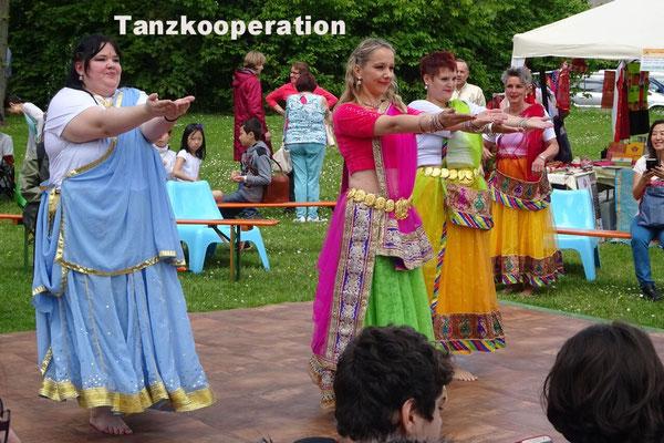 """unsere Tanzkooperation mit Szilvia Tondora und ihren """"Kahaani´s"""" in Erlangen bei dem Fest """"Grüne Art"""""""
