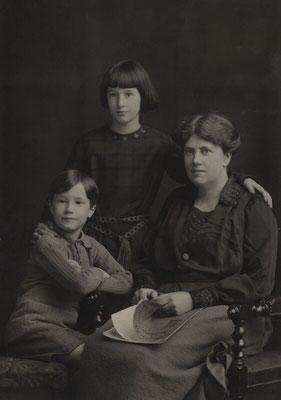 Christopher, Barbara und Ray Strachey 1922