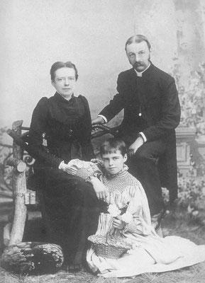 Theodora Bosanquet mit Eltern um 1887