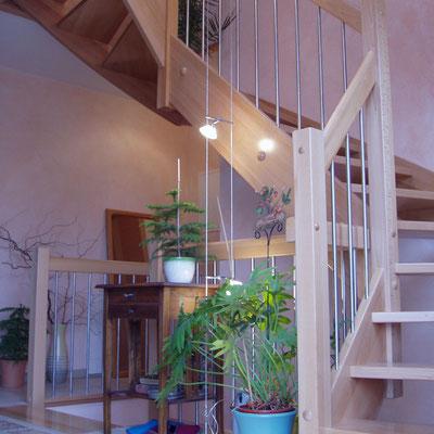 Treppe eingestemmt mit Edelstahl