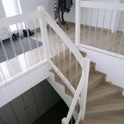 Geländer auf Betontreppe