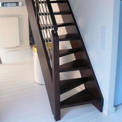 Treppe mit versetzten Stufen zum Dachboden