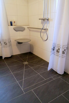Bodengleiche Dusche mit Vorhang