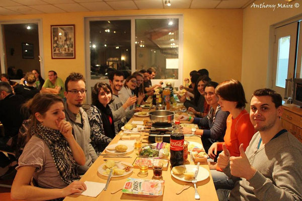 Repas du soir, au menu : Raclette - 2014 - A.Maire