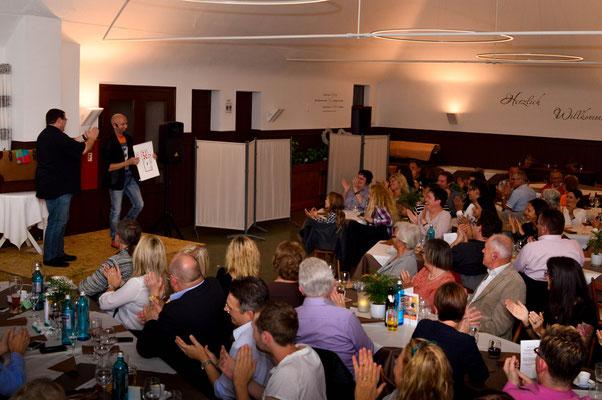 Zauberer Kempten, Comedy Zauberkünstler mit seiner Zaubershow, Tischzauberer für Hochzeit, Geburtstag, Firmenfeier,  jetzt buchen!