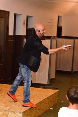 Zauberer Esslingen, Comedy Zauberkünstler mit seiner Zaubershow, Tischzauberer für Hochzeit, Geburtstag, Firmenfeier,  jetzt buchen!