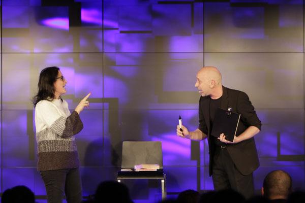 Zauberer am Starnberger See, Comedy Zauberkünstler mit seiner Zaubershow, Tischzauberer für Hochzeit, Geburtstag, Firmenfeier, Mentalist mit seiner Mentalshow jetzt buchen!