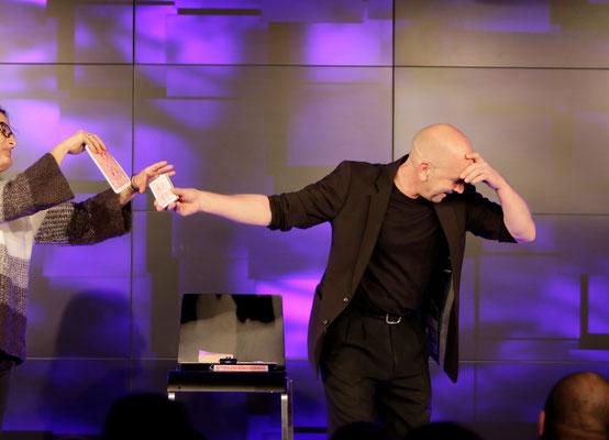 Zauberer Rottweil, Comedy Zauberkünstler mit seiner Zaubershow, Tischzauberer für Hochzeit, Geburtstag, Firmenfeier,  jetzt buchen!