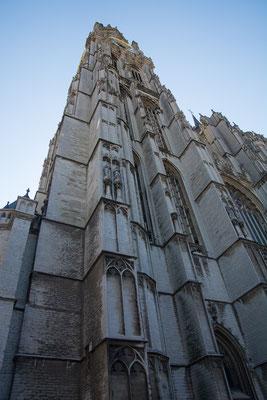 Der eindrückliche Turm der Liebe Frauen Katedrahle