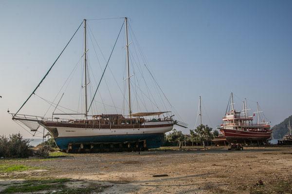 Eine Werft für altmodische Holzschiffe