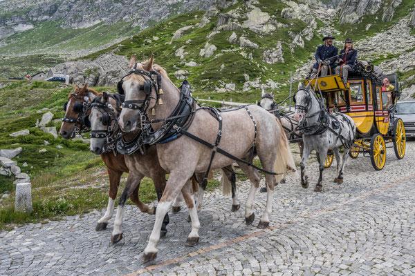 Alte Gotthardpostkutsche auf der Tremola Strasse